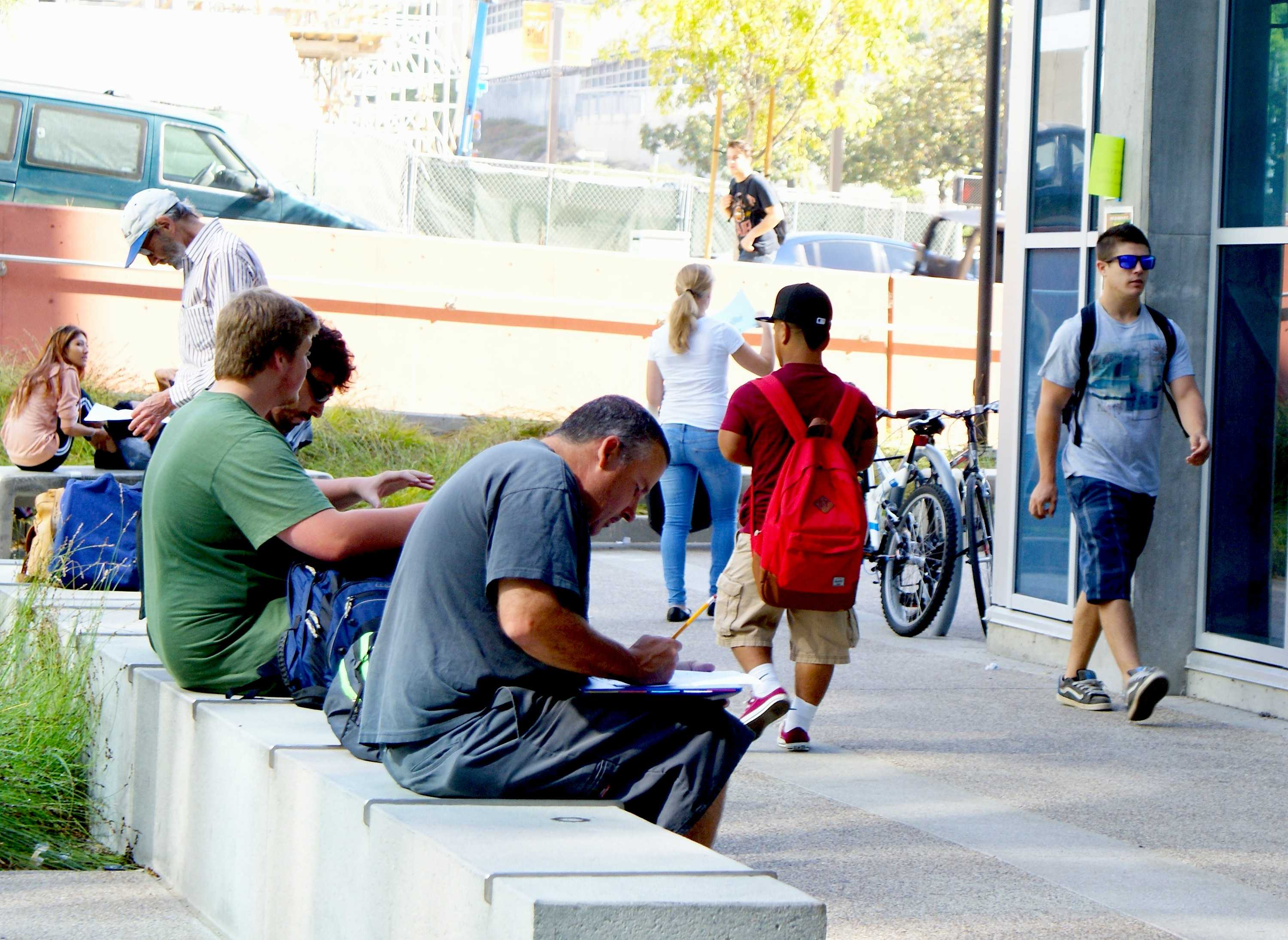 Students convene inside the MS Building courtyard on Aug. 21. Torrey Spoerer, City Times.
