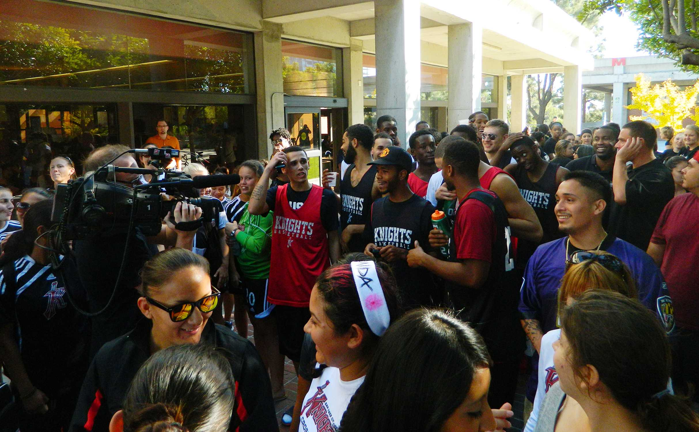The basketball team, other Lady Knights squads, faculty, local media and students prior to the 2K Fun Run that started in the Gorton Quad and wound through campus. Chris Handloser, City Times.