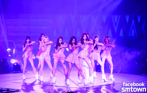 Girls' Generation performing on their 2013