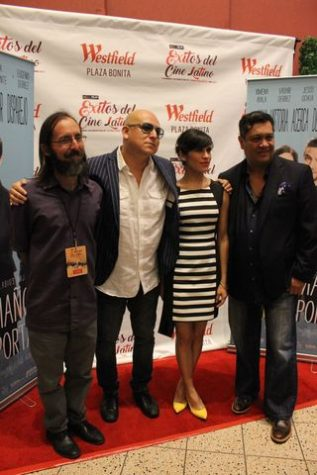"Ethan Van Thillo, founder of the Media Arts Center, with the cast and director of ""El Tamaño Sí Importa"" at the opening night of the Éxito del Cine Film Festival."