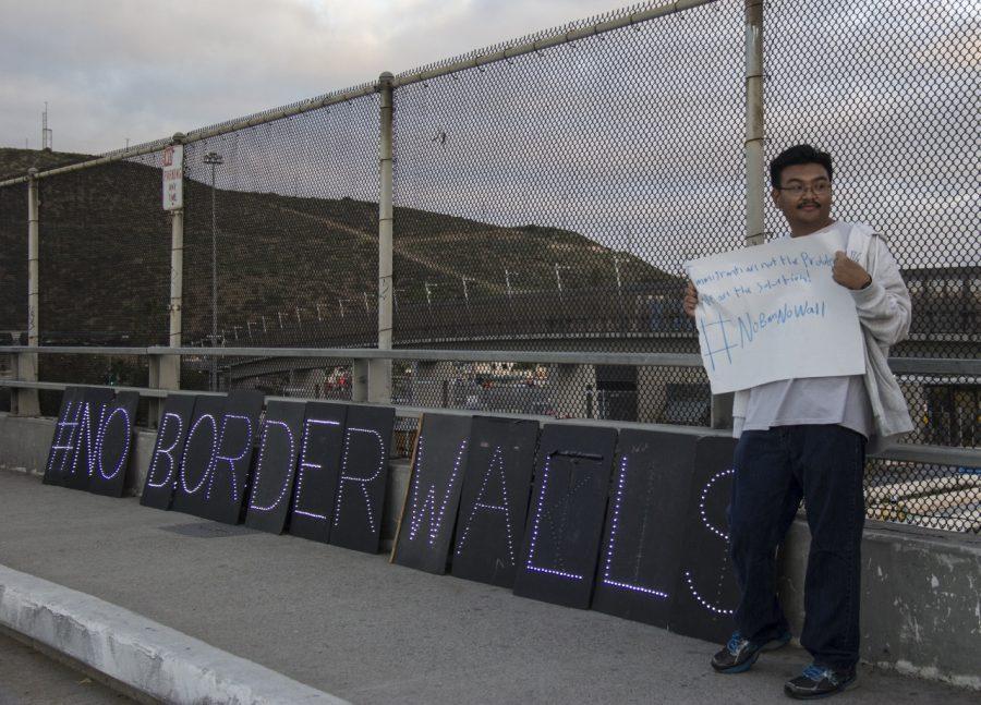 Richard Meneses, un estudiante de 20 años de Southwestern College, fue la primera persona que llegó a la protesta contra el muro el 3 de febrero.