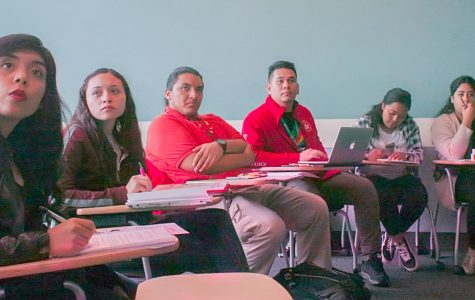 The American Federation of  Teachers (AFT) Community to Support Immigrant Students pays close attention to a presentation on their rights, Nov. 8.