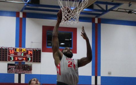 City College men's basketball continue to roll toward playoffs