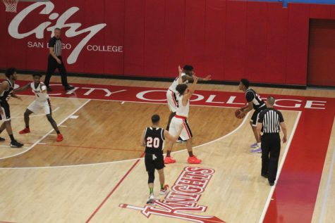 City College men's basketball advances to playoffs