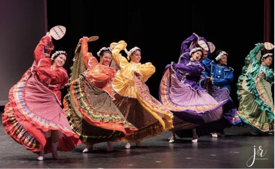 Paula+Quinonez%2C+Ballet+Folklorico%2C+J%26R+Photography